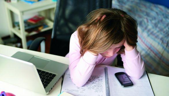 Через 18 хвилин вашу дитину вмовлять на інтимне селфі. Як Україні здолати сексуальне насилля онлайн