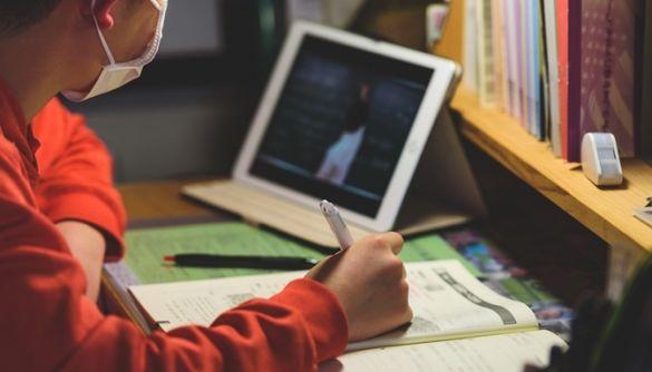 МОН пропонує обговорити можливість навчатись у школі дистанційно