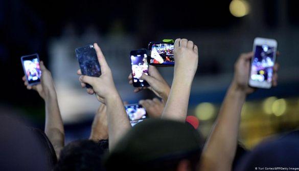 iPhone 12 може з'явитись у вересні, а Pixel 4A випадково показали ще до прем'єри