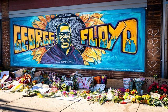 У мережі з'явилося нове відео арешту та загибелі Джорджа Флойда
