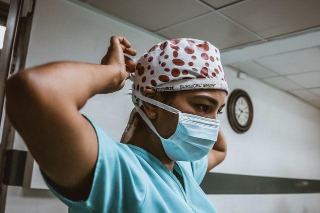 Молодь стала втричі частіше хворіти на коронавірус - ВООЗ