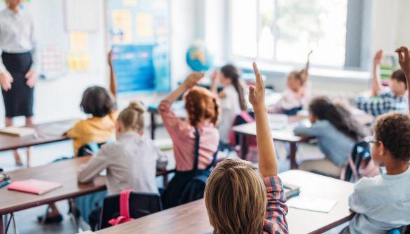 Навчальний рік почнеться в Україні 1 вересня. Нормальний навчальний рік - Шмигаль