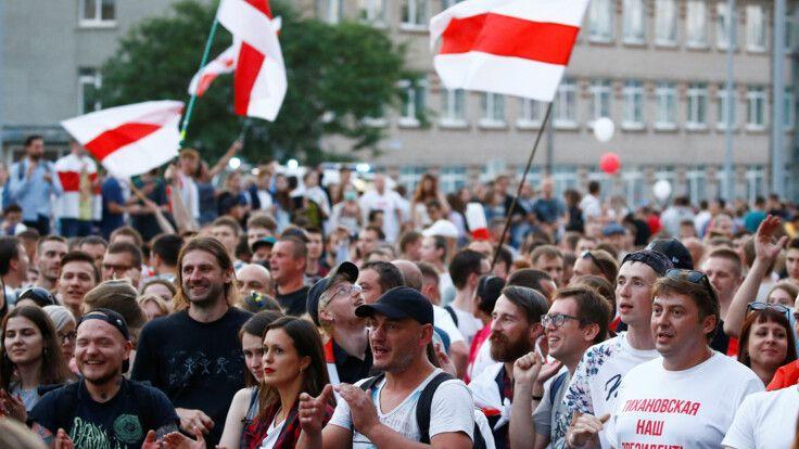 Пропагандистські медіа лякали Білорусь «майданом» ще до виборів — моніторинг