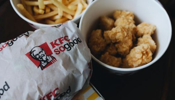 KFC більше не пропонує облизувати пальці через пандемію коронавірусу