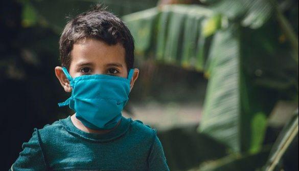 ВООЗ та ЮНІСЕФ пояснили, чи потрібно дітям носити маски