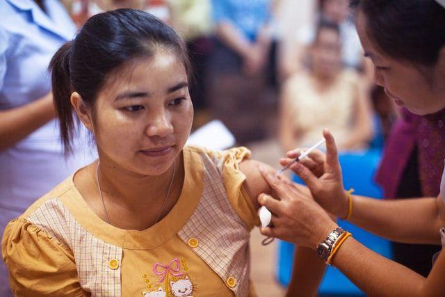 Масова вакцинація від коронавірусу розпочнеться не раніше середини 2021 року — ВООЗ