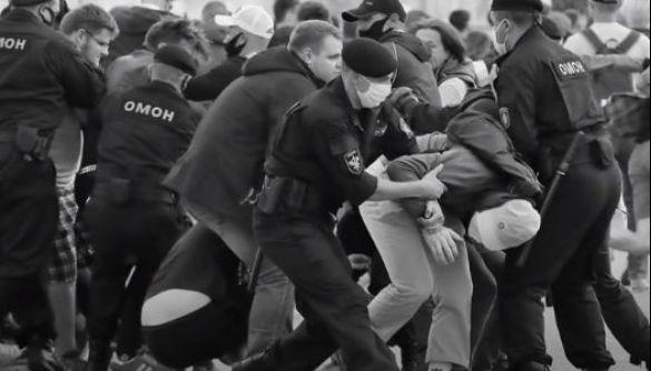 Пока в Беларуси свирепствует ОМОН, россияне выпустили фильм о причинах полицейской жестокости