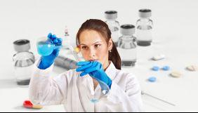 Випробування оксфордської вакцини від коронавірусу припинили через хворобу одного з волонтерів