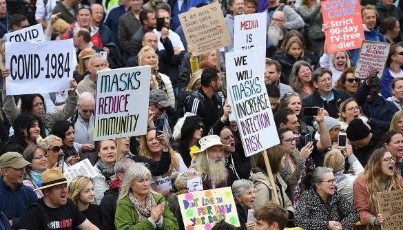 «Намордники, що знищують наш імунітет та індивідуальність». 5 популярних міфів про маски
