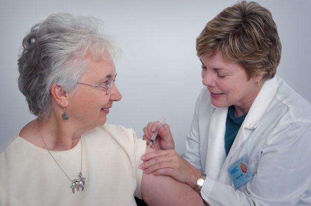 Міністр Степанов назвав, хто першим в Україні отримає вакцину від коронавірусу