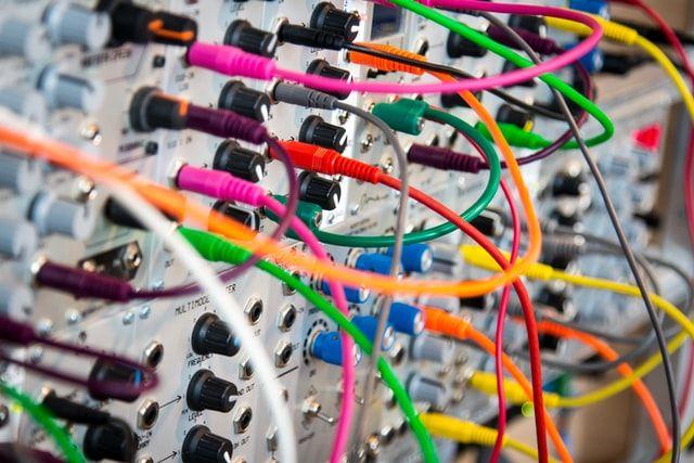 Розвиток мобільних технологій. Що змінює закон про електронні комунікації для операторів, користувачів і держави?