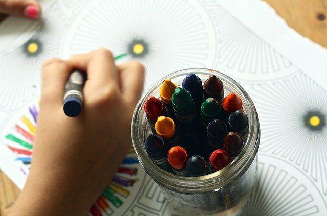Вчителька малювання в Одесі накричала на школярку за українську мову. Викладача звільнили