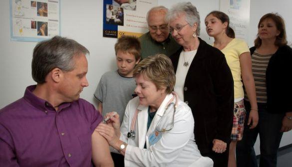 Понад 4 тисячі укранців погодилися випробувати вакцину проти коронавірусу – МОЗ