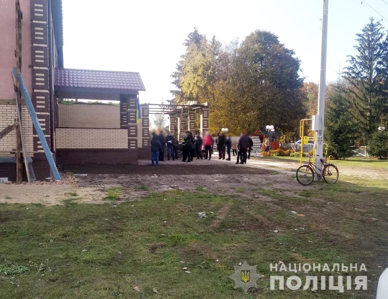 На Сумщині знайшли фейкову дільницю. Туди прийшло більше виборців, ніж на справжню