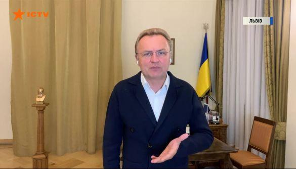 Канали Пінчука за тиждень до виборів зненацька полюбили Садового — моніторинг