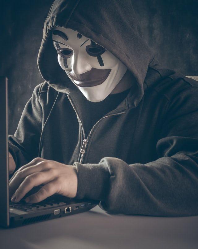 Поліція викрила групу хакерів, які заволоділи будівлею в центрі Києва за допомогою вірусу