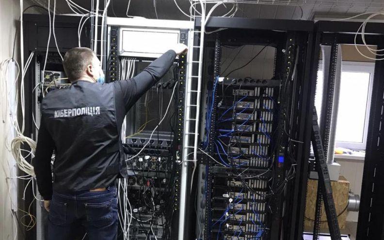 На Кіровоградщині викрили незаконну ретрансляцію телеканалів, яка завдала понад 7 млн збитків - кіберполіція