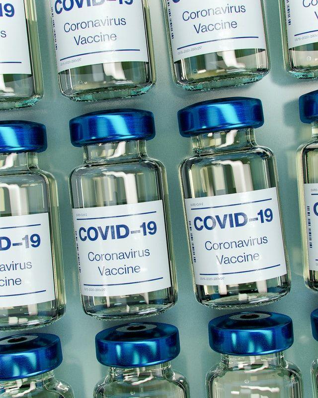 AstraZeneca заявляє, що її вакцина безпечна для людей старшого віку