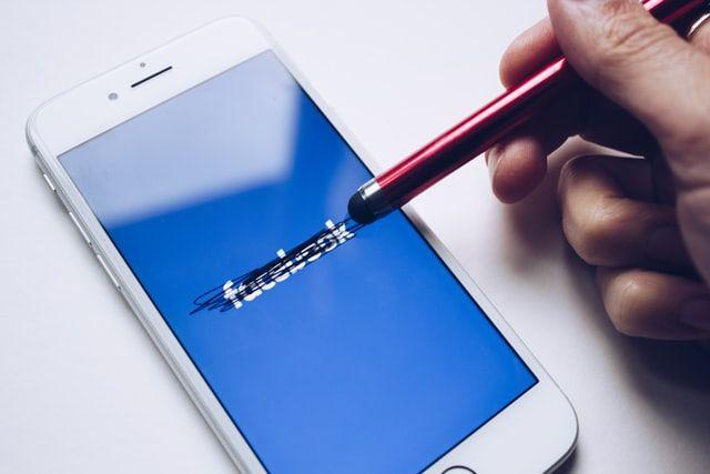 Наглядова рада Facebook розглянула перші скарги на видалення контенту