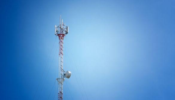 У Франції противники 5G підпалили вишку зв'язку: 1,5 млн людей залишились без радіо та ТВ