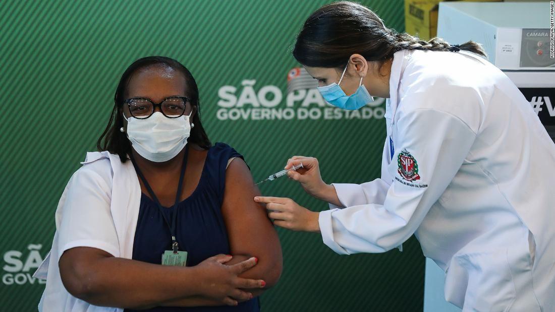Бразилія схвалила китайську вакцину від ковіду для екстреного використання