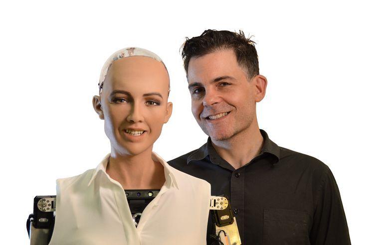 Розробник робота Софії планує налагодити масове виробництво людиноподібних роботів