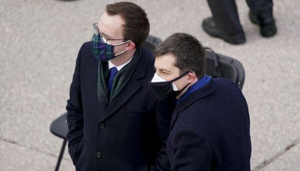 Вчені розповіли, яка маска найкраще захищає від коронавірусу