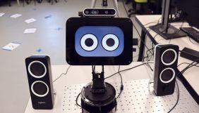 Вчені створили робота-фотографа, який вміє викликати у людей емоції