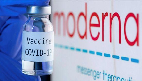 Співробітник американської клініки умисно псував вакцини Moderna через віру в теорію змови. Ними вже прищепили 57 людей