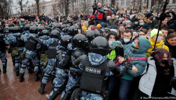 У Росії пропонують назавжди блокувати соцмережі за заклики до участі в протестах