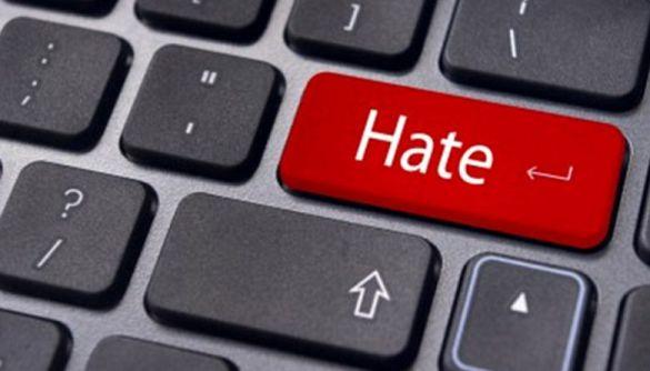 Instagram буде видаляти акаунти за образи та расистські висловлювання в особистих повідомленнях