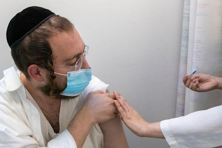 Результати щеплень в Ізраїлі доводять ефективність вакцини від COVID-19 у боротьбі з пандемією