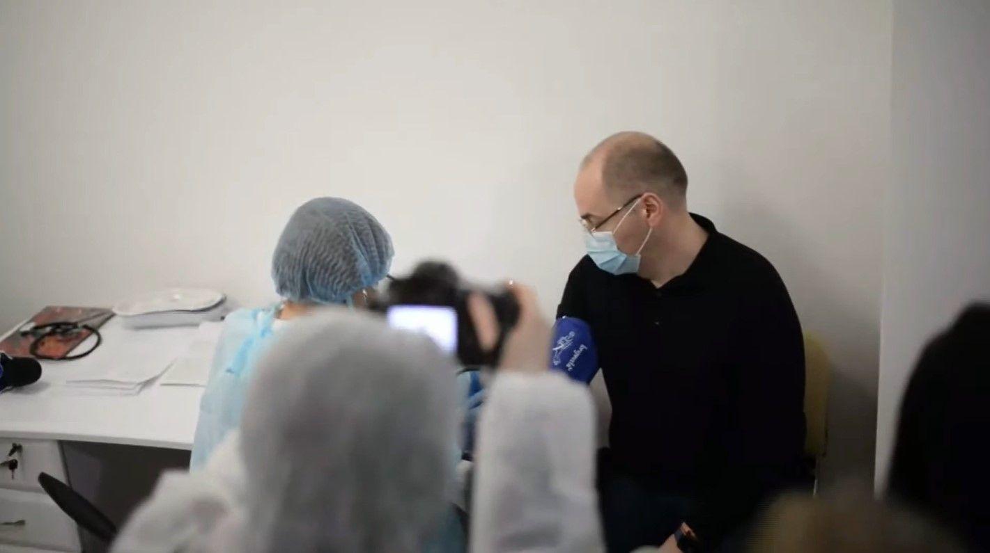 Вакцинація в прямому ефірі. Від COVID-19 щепився Максим Степанов