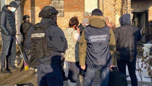 У Києві викрили кіберпорушників, які викрали 5 млн грн – кіберполіція