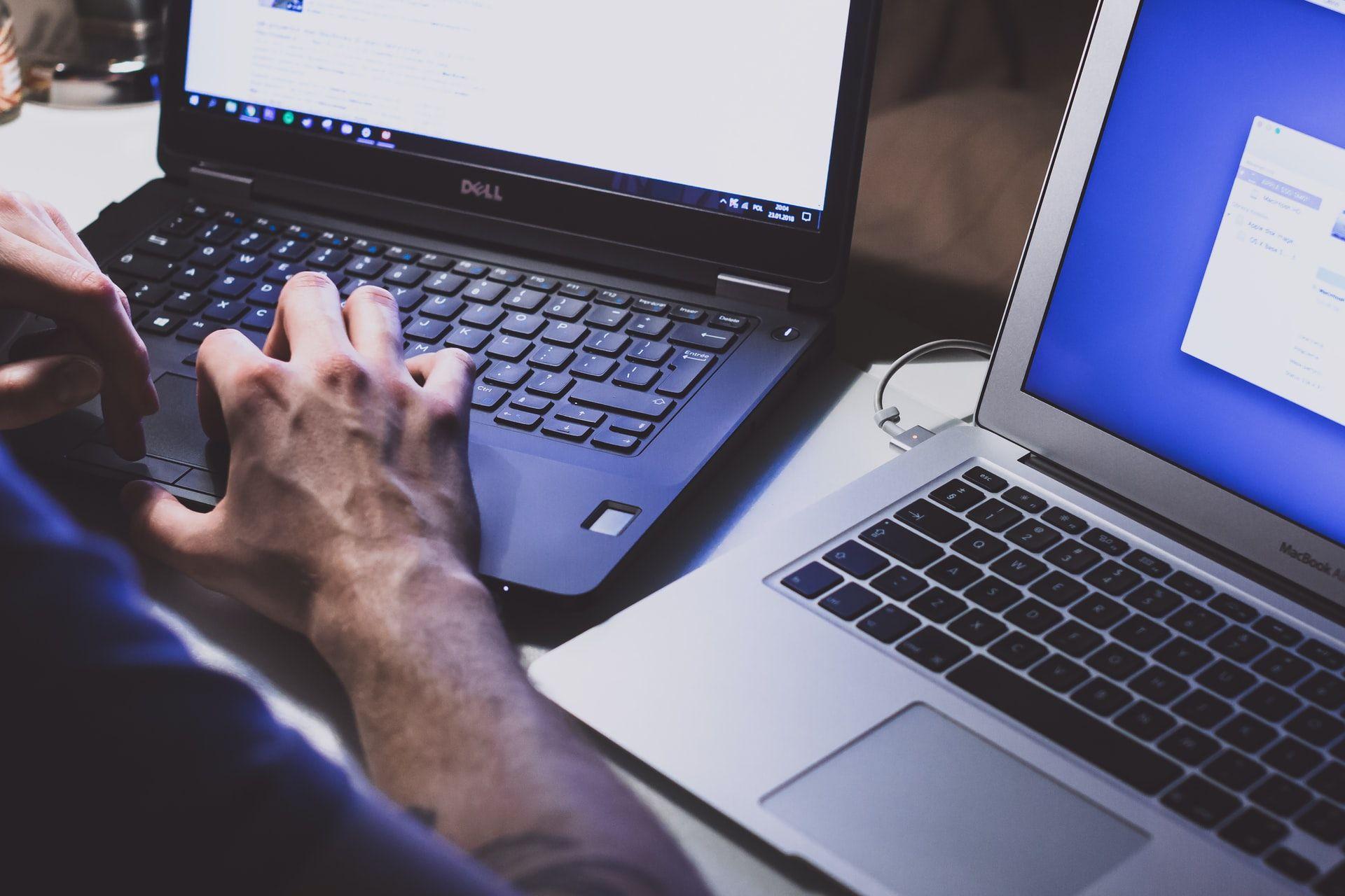 Російських хакерів підозрюють у крадіжці тисяч електронних листів чиновників Держдепу