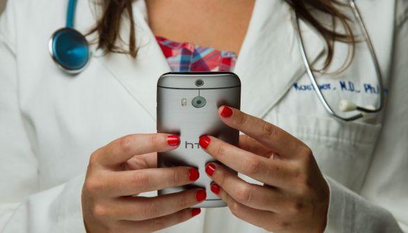 Хоч смартфон до рани прикладай. 10 інстаграм-блогів адекватних українських медиків