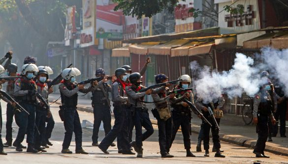 У М'янмі повністю вимкнули бездротовий інтернет, щоб завадити протестам