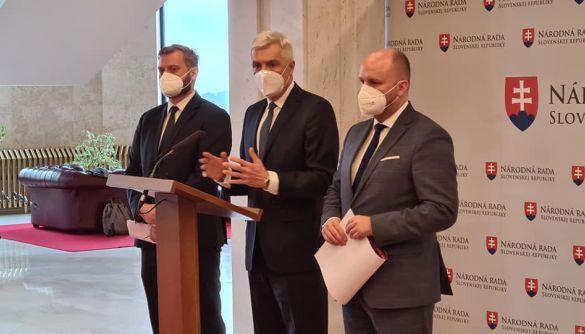 Словаччина заперечує російський фейк про те, що військову техніку під кордони України стягує НАТО
