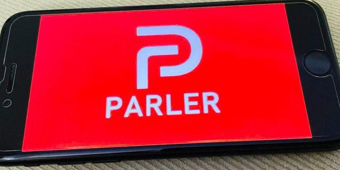 Популярна серед прихильників Трампа соцмережа Parler знову з'явиться в App Store