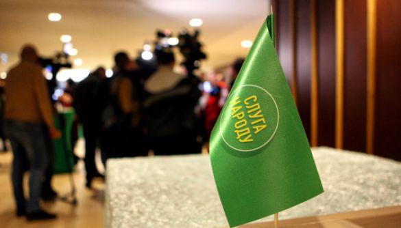 «Слугу народу» у квітні критикували в теленовинах навіть більше, ніж під час виборів — моніторинг