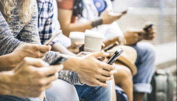 Як менше залипати у смартфон? Сім порад для тих, хто забагато дивиться в екран