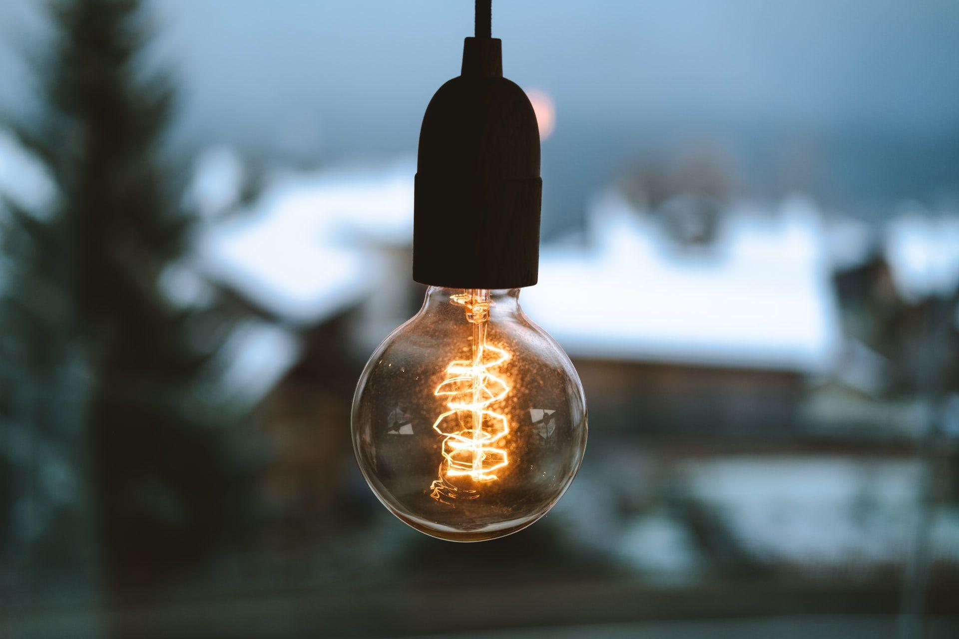 Не довіряйте лампочкам. Як хакери ламають «розумний» дім