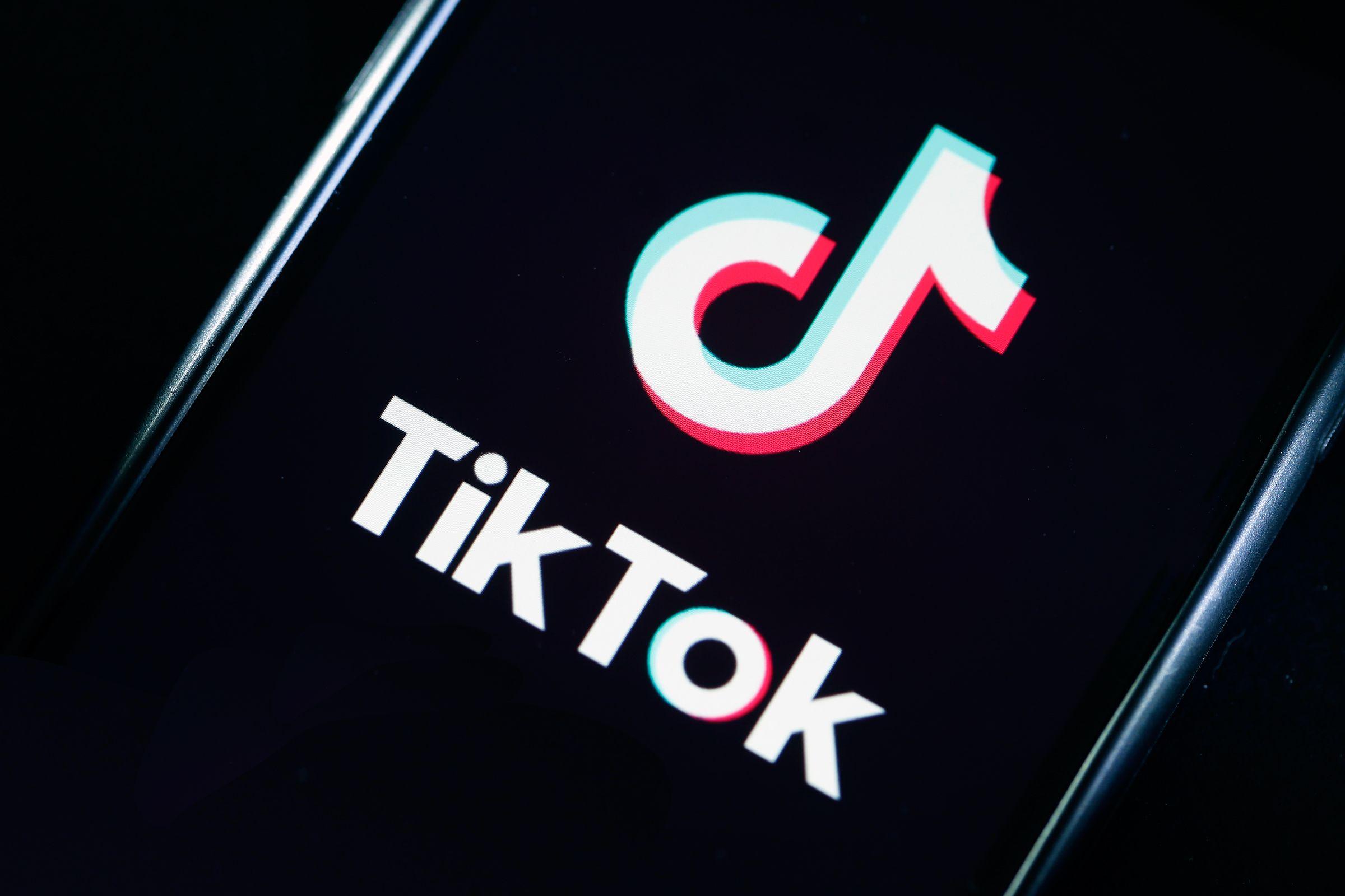 ЗМІ: Байден може посилити контроль над TikTok, WeChat та іншими китайськими додатками