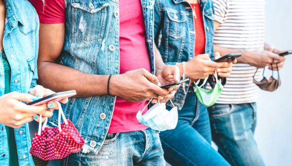 73% споживачів онлайн-новин дізнаються їх через смартфон, 7% використовують для цього TikTok – дослідження