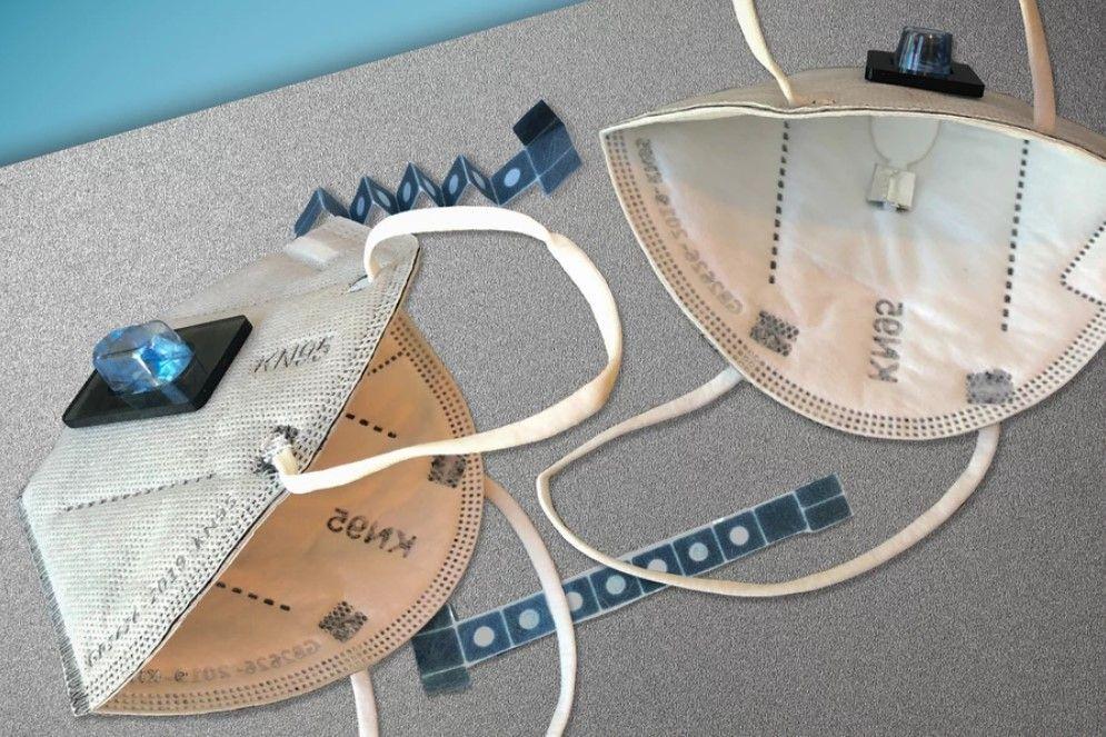 Вчені зі США розробили маску, яка може виявити наявність коронавірусу у людини