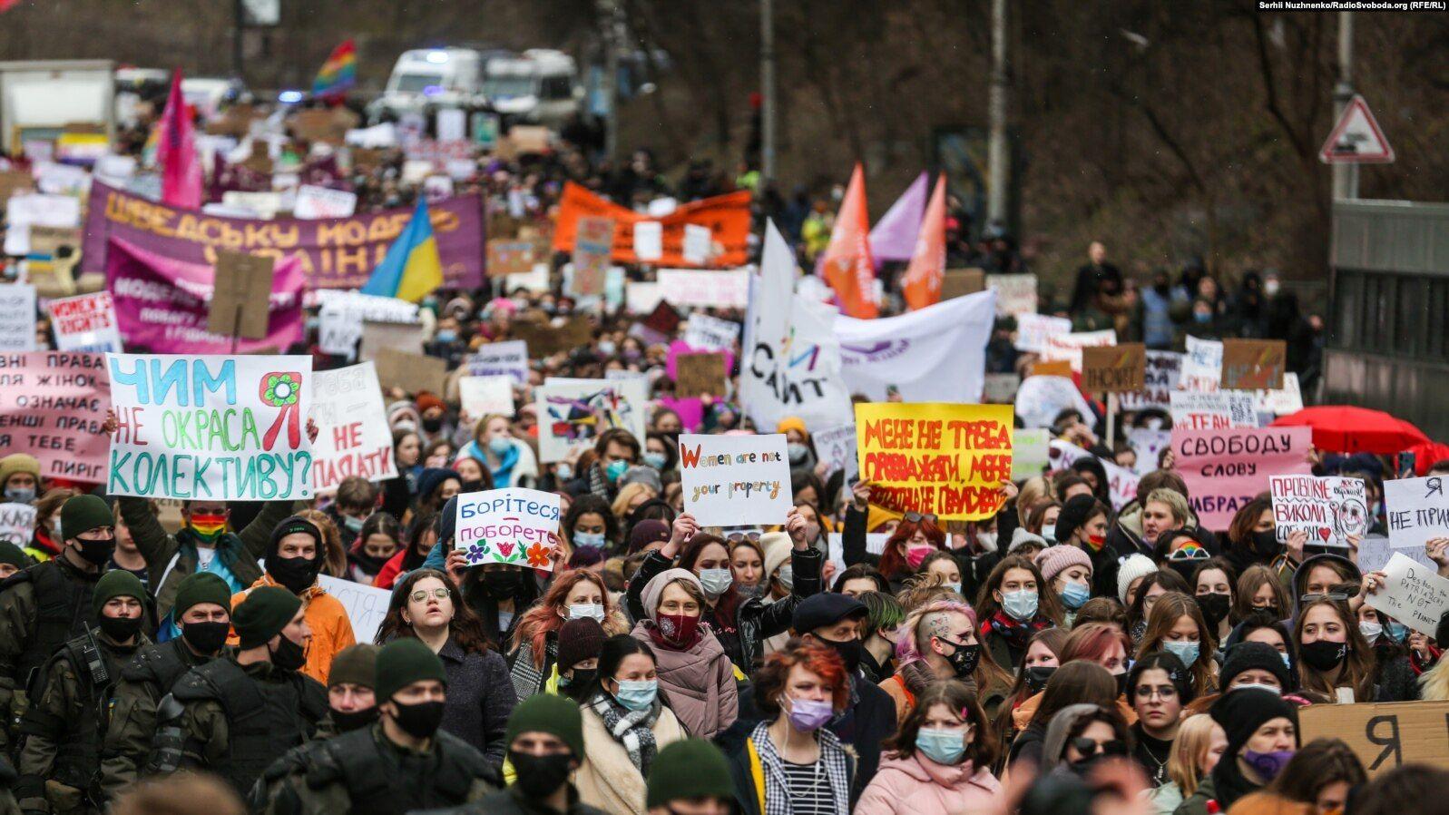 Фемінізм не на часі? Які міфи про гендерну рівність поширюють українські політики й публічні люди