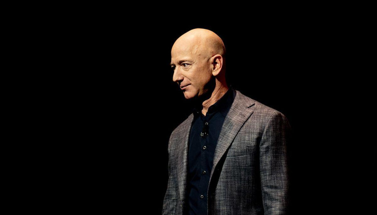 Безос покинув посаду гендиректора Amazon у 27-у річницю заснування компанії