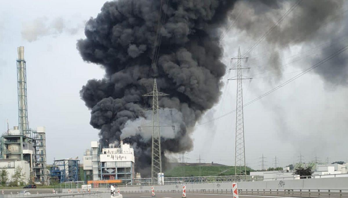ЗМІ пишуть, що вибухнув завод Bayer у Німеччині. Вибух був, але  на іншому заводі