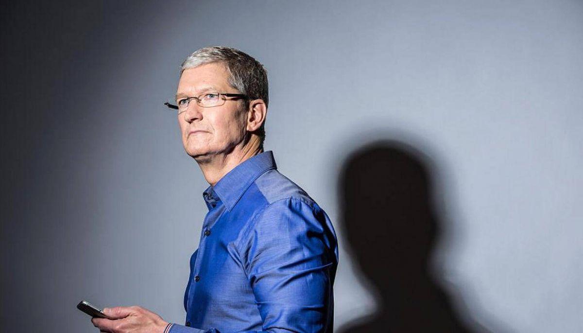 Гендиректор Apple Тім Кук отримав від компанії «премію» – акції на $750 млн