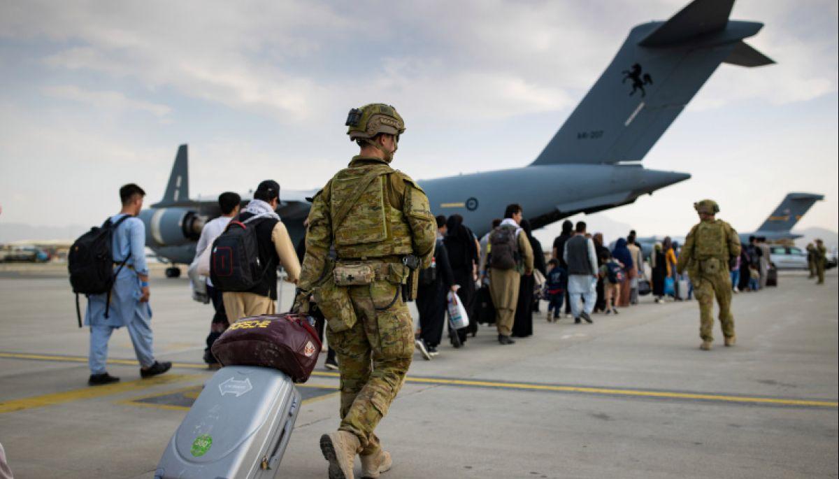 Фейк: Україна виплачує 100 тисяч гривень кожному біженцю з Афганістану